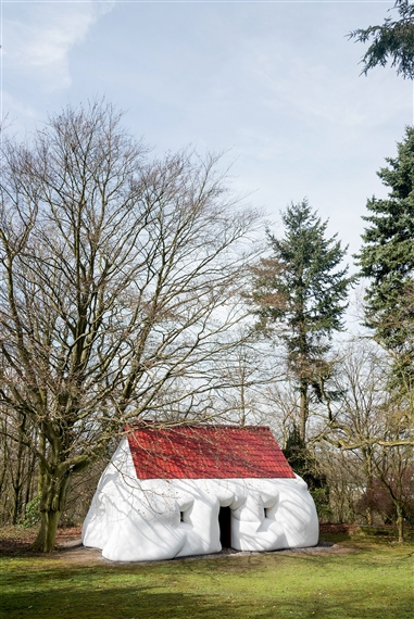 Erwin Wurm, Fat House, 2003. Courtesy Sculpture Park Waldfrieden. Photo: S. Kayaalp.